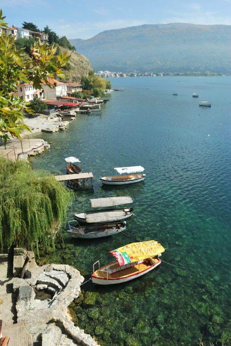 Dalla chiesa di Sveti Jovan Kaneo, guardando verso Ohrid