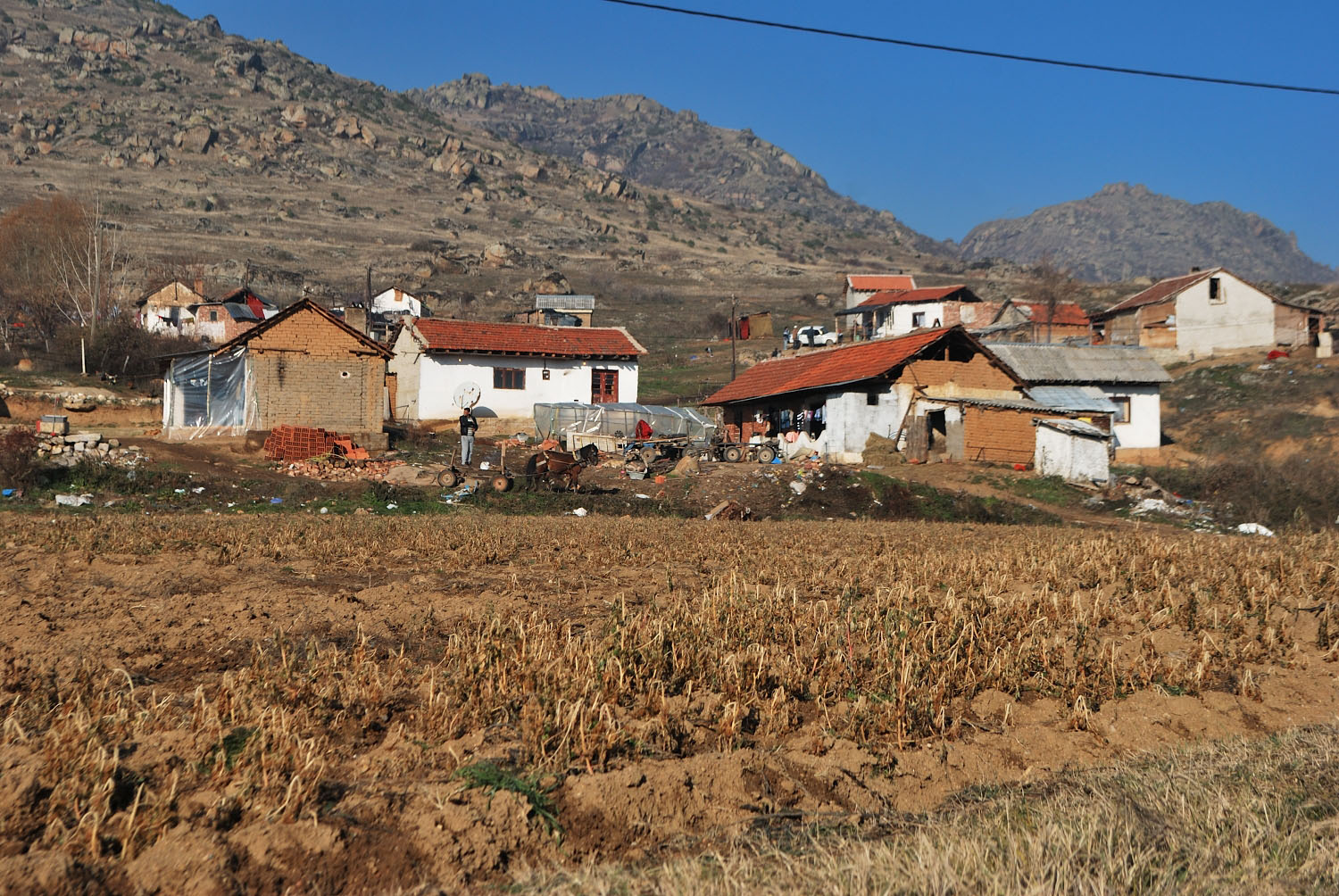 The last houses in the Roma district, at the far end of the town, are surrounded by fields