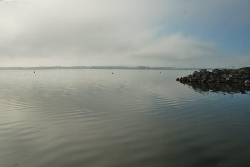 A metà mattina l'azzurro appare nel cielo sul lago Kummerower See