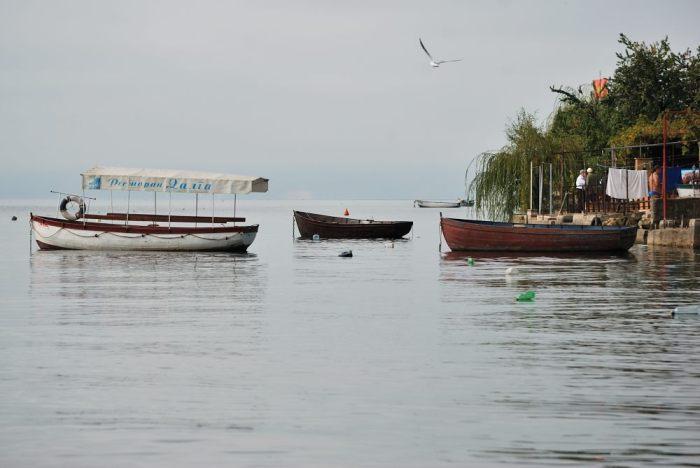 Barche in attesa di turisti e pescatori